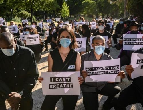 Action devant l'ambassade des USA à Paris en hommage à George Floyd